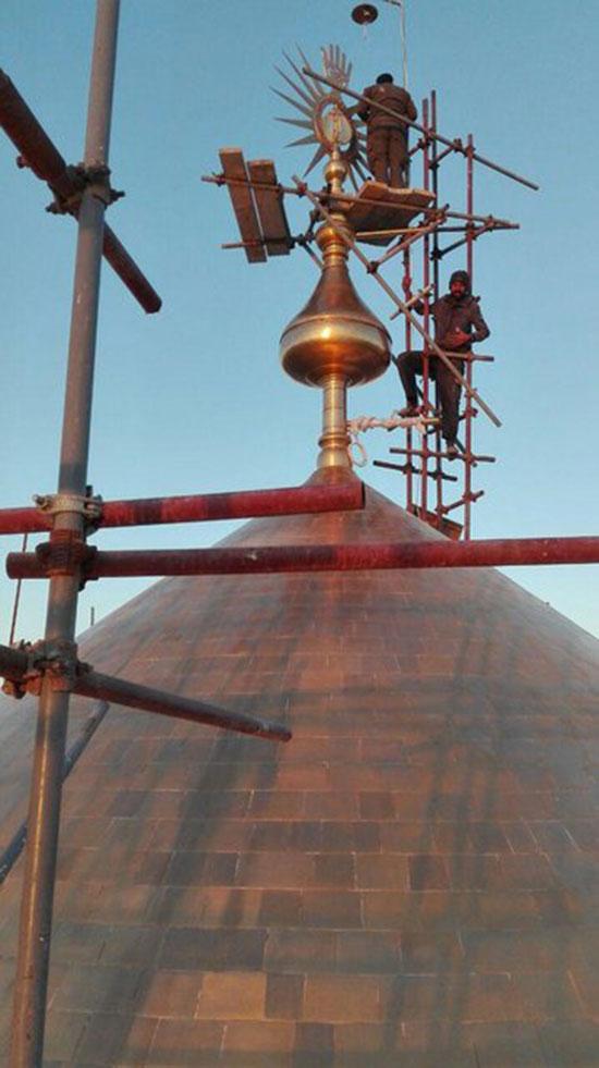 تاج گنبد حرم حضرت علی(ع) بازسازی شد
