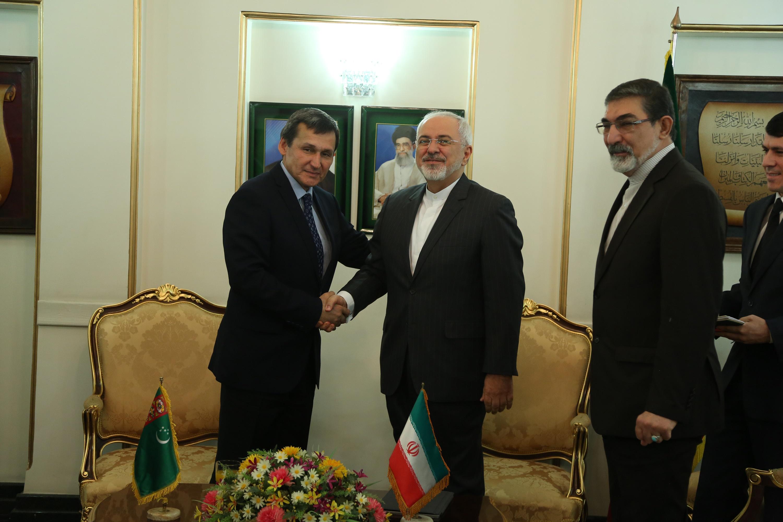 گزارش تصویری از دیدار ظریف با وزیر خارجه ترکمنستان در فرودگاه مهرآباد
