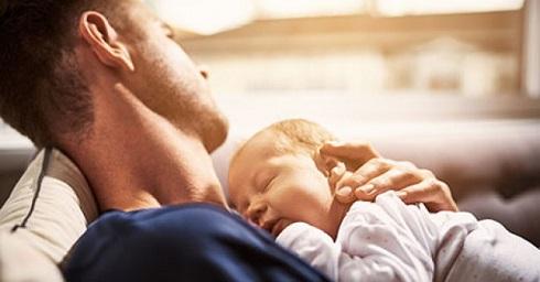 آیا والدینی که سرپرستی کودکی را گرفته اند هم دچار افسردگی بعد از زایمان ( بعد از سرپرستی) می شوند