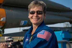 مسن ترین زن فضانورد بار دیگر به فضا رفت + عکس