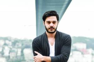 کنسرت خواننده سرشناس ترک الیاس یالچینتاش در ایران