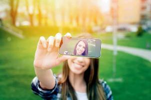 6 گوشی خوب برای گرفتن عکس سلفی