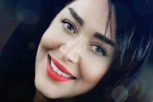 تیپ و چهره سارا منجزی در خارج از ایران
