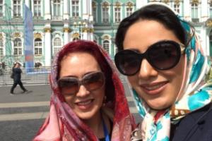 تماشای رقص باله توسط مونا فرجاد و شیرین بینا در خارج از کشور! عکس