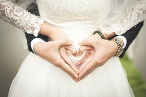 اقدام زیبای دختری که از عروسی کردن پشیمان شد! عکس