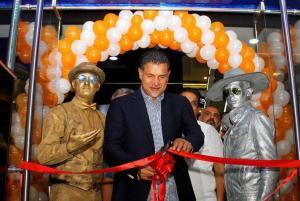 افتتاحیه فروشگاه جدید علی دایی با حضور هنرمندان و ورزشکاران! عکس