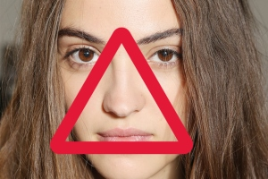 به جوش های داخل این مثلث دست نزنید! خطر مرگ