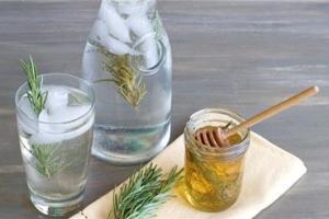 عرقیات و نوشیدنی های مفید برای روزه داران