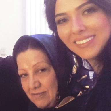 لیلا اوتادی در کنار مادرش به مناسبت جشن تولدش!