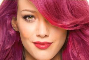 به جای رنگ موهای شیمیایی با رنگ موهای طبیعی موهای تان را رنگ و های لایت کنید