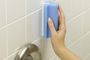 کاشی های حمام و سرویس بهداشتی را مانند روز اول برق بیاندازید!!