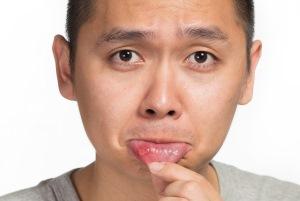 درمان آفت دهان با جویدن این سبزی معطر!!
