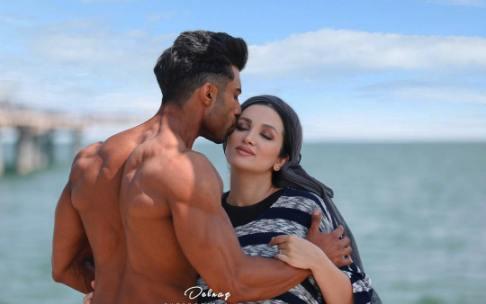 محسن میری و همسرش روناک یونسی
