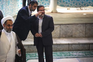 حضور یک زن در صف اول نماز جمعه تهران