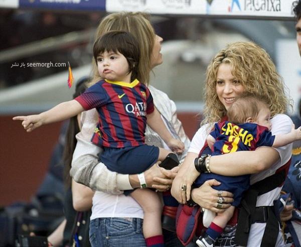 shakira-smooches-longtime-love-gerard-piqu-dresses-sons-father-s-uniform-fc-barcelona-match05.jpg