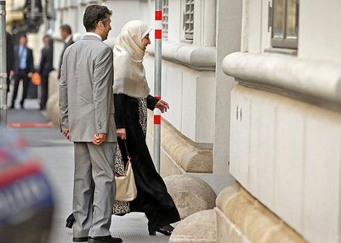 ورود همسر ظریف به محل مذاکرات