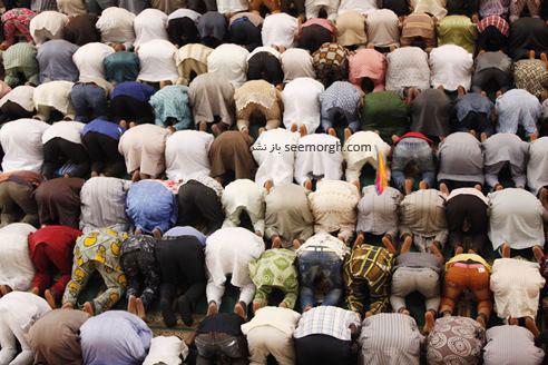 نماز جماعت مردم نیجریه در مسجد مرکزی در ماه رمضان