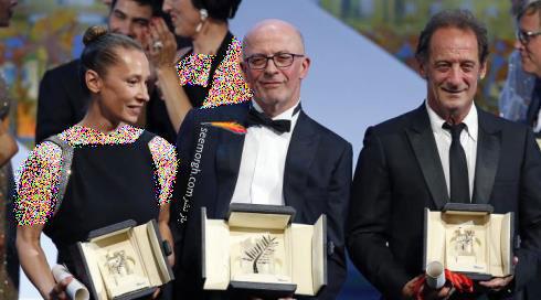 ونسانت لیندون ، ژاک اودیار و امانوئل برکوت در اختتامیه جشنواره کن 2015