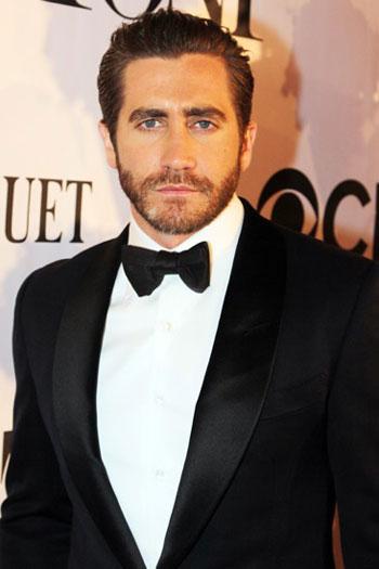 جیک گیلینهال jake gyllenhaal روی فرش قرمز