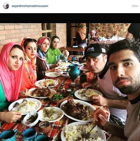 موسوی در کنار خانوادهاش