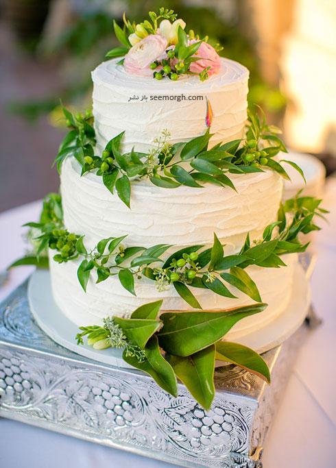 کیک عروسی تزیین شده با گل طبیعی