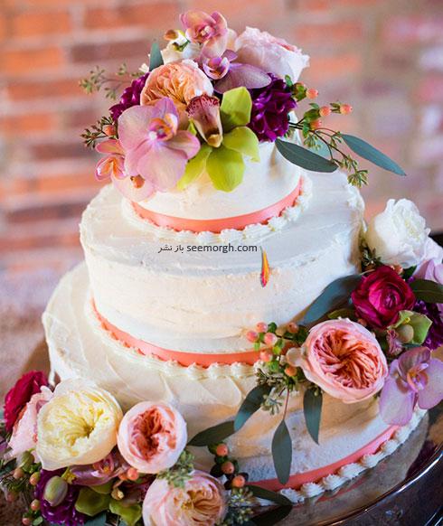 تزیین کیک عروسی با گل های طبیعی
