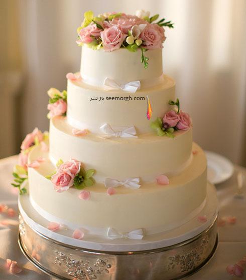 کیک عروسی با گل های طبیعی