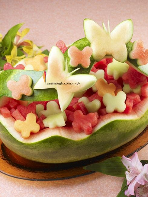 تزیین هندوانه شب یلدا به شکل سبدی پر از گل