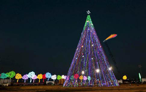 درخت کریسمس در میدان خوان پابلو در نیکاراگوئه