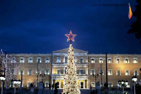 درخت کریسمس در نزدیکی ساختمان پارلمان در آتن یونان