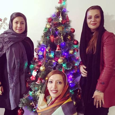 الهام پاوه نژاد در کنار همکارانش سال نو میلادی را تبریک گفت