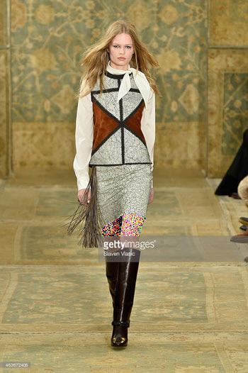 بلوز و دامن زنانه با طرح فرش های ایرانی در فشن شوی نیویورک