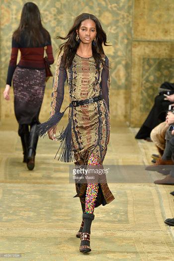 پیراهن زنانه با طرح فرش های ایرانی در فشن شوی نیویورک