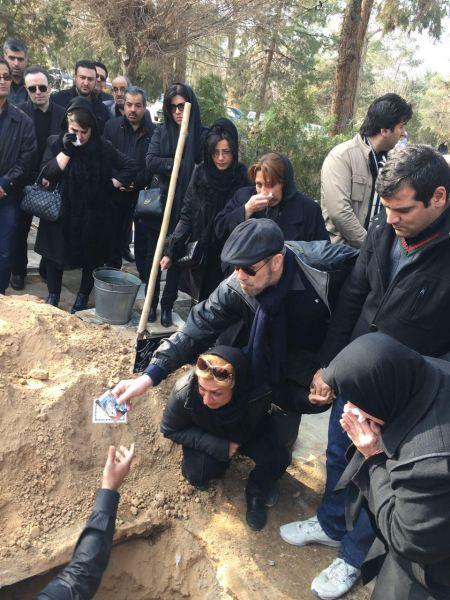 عکس خاکسپاری مادر افشین قطبی