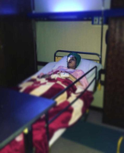 عکس پریناز ایزدیار در بیمارستان