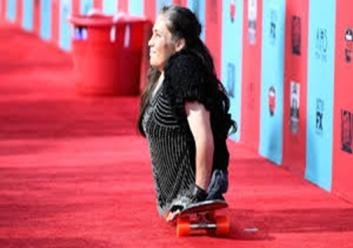 رز برروی فرش قرمز یکی از فیلم هایش