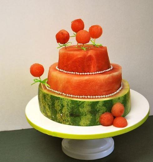 تزیین هندوانه شب یلدا به صورت کیک