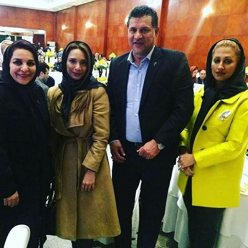 علی دایی و همسرش در کنار تهمینه میلانی (کارگردان) و خواهرش