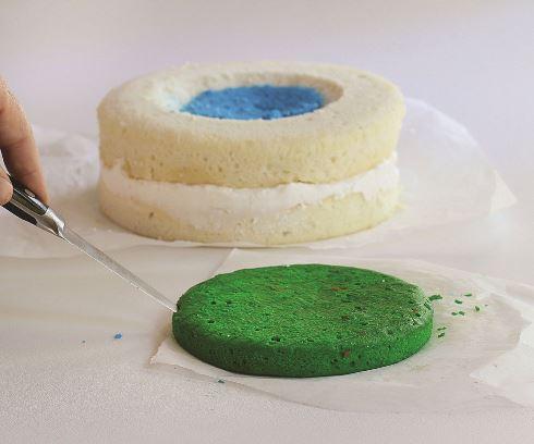 پانزدهمین مرحله درست کردن کیک <a href=