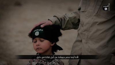کوچکترین عضو داعش 3 نفر را اعدام کرد