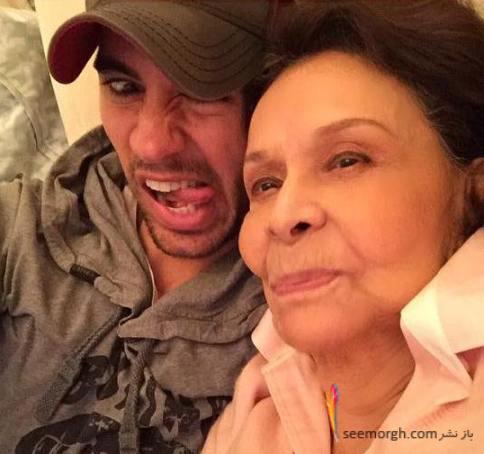 عکس خنده دار انریکه ایگلسیاس در کنار مادر بزرگش