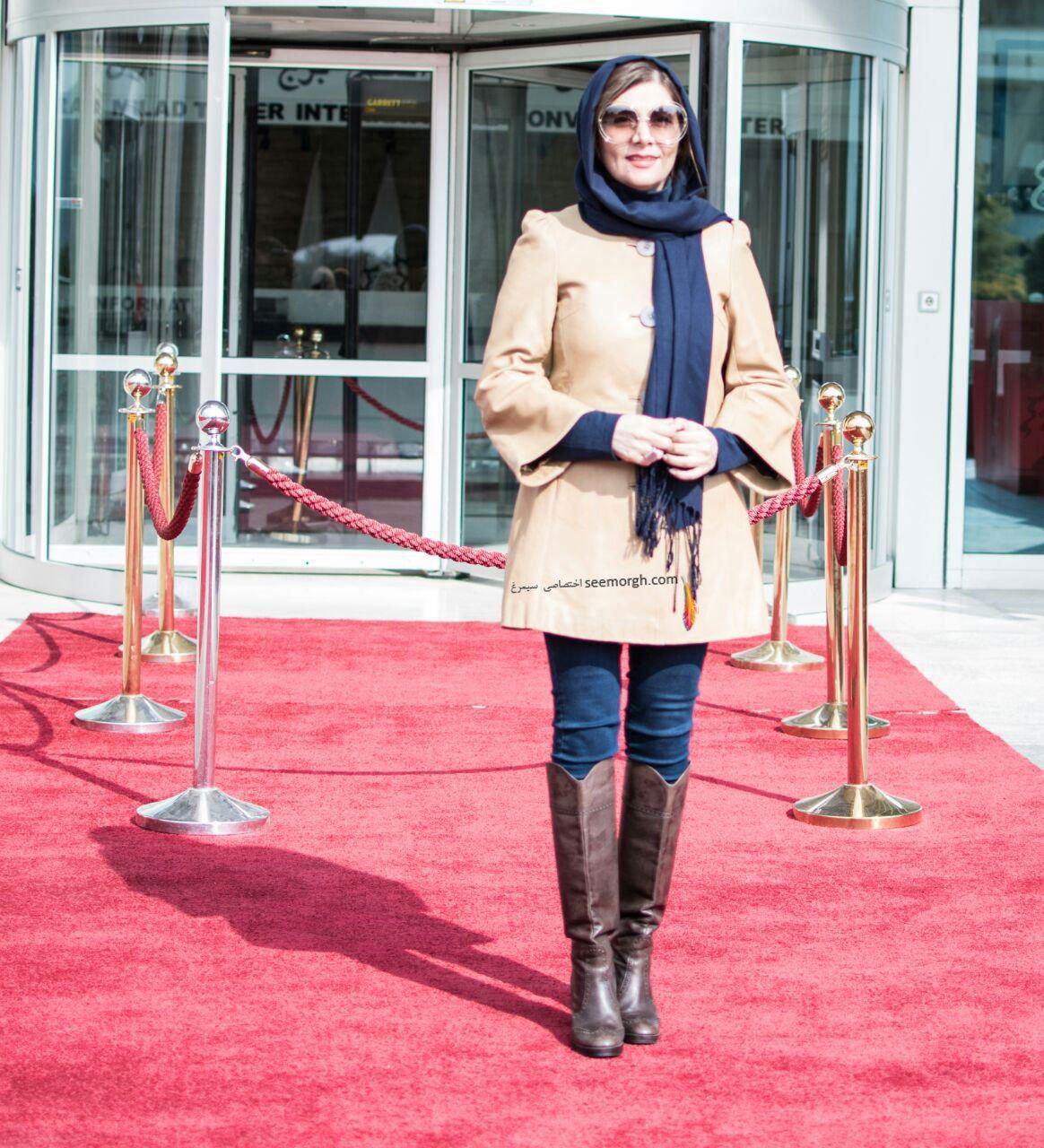 مدل لباس هنگامه قاضیانی روی فرش قرمز در سومین روز سی و چهارمین جشنواره فیلم فجر
