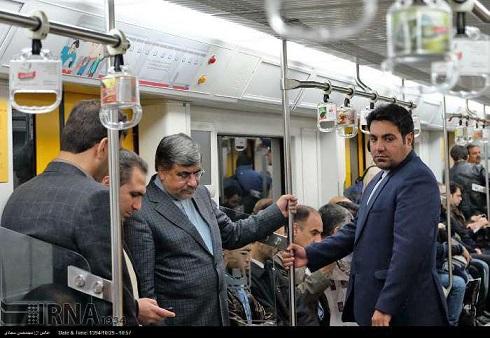 مترو سواری جالب علی جنتی+ عکس