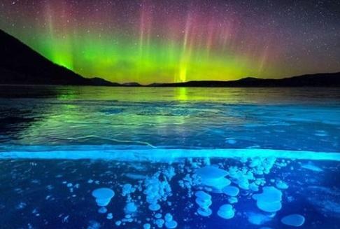 دریاچه زیبا در کانادا