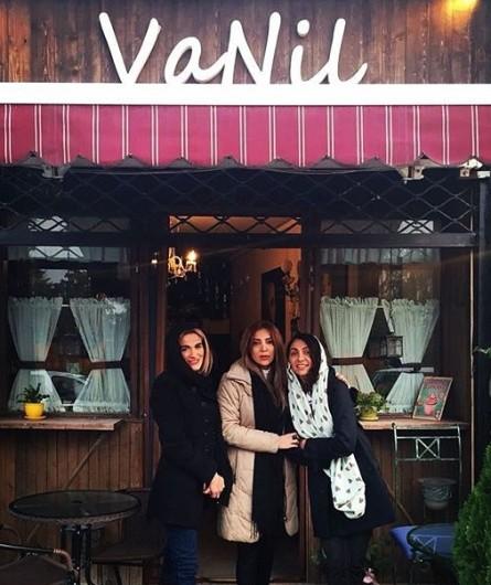 تصاویر:نیلوفر خوش خلق و خواهرش در کافه وانیل