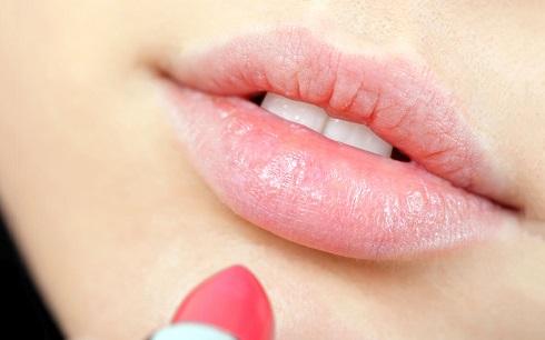 6. رژ لب، باعث خشکی پوست می شود