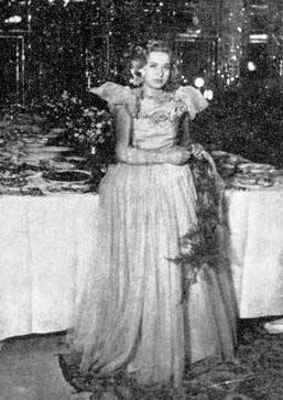 پروین در 17 سالگی در کاخ شاه