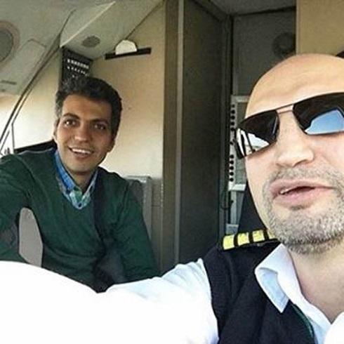 عکس سلفی فردوسی پور در کابین خلبان