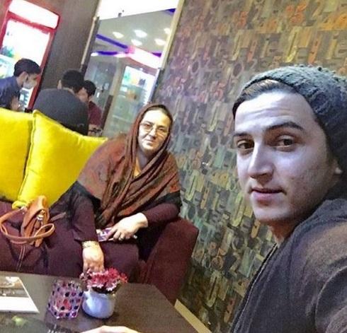 سلفی سردار آزمون با مادرش + عکس