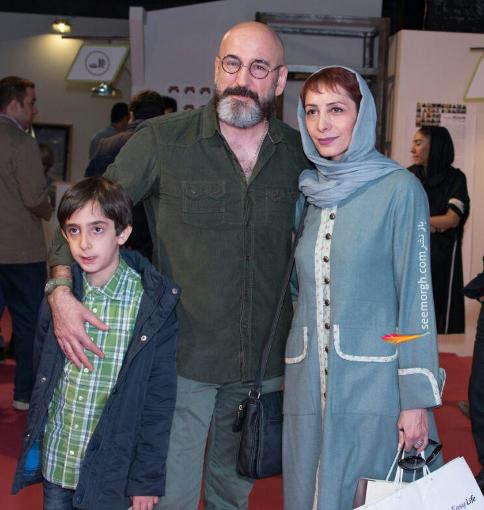 صالح میرزاآقایی در کنار همسر و فرزندش